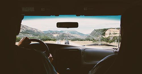 車を運転する人の年齢や対象範囲を狭ばめる
